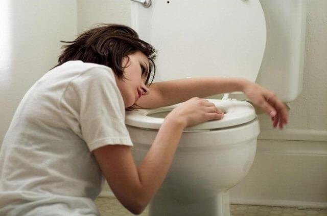 Đi vệ sinh nhiều bất thường là triệu chứng u xơ tử cung