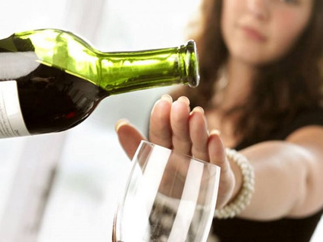 Tránh bia rượu khi có dấu hiệu u xơ tử cung