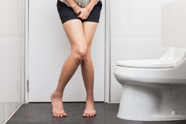 Triệu chứng viêm âm đạo mà chị em có thể mắc phải là tiểu buốt, tiểu rát