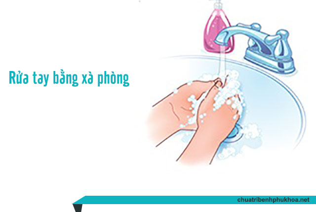 Rửa tay sạch sẽ bằng xà phòng có độ pH trung tính