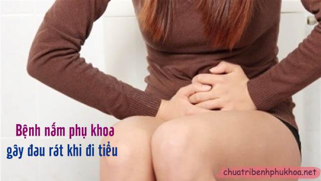 đau rát khi đi tiểu là triệu chứng nấm phụ khoa