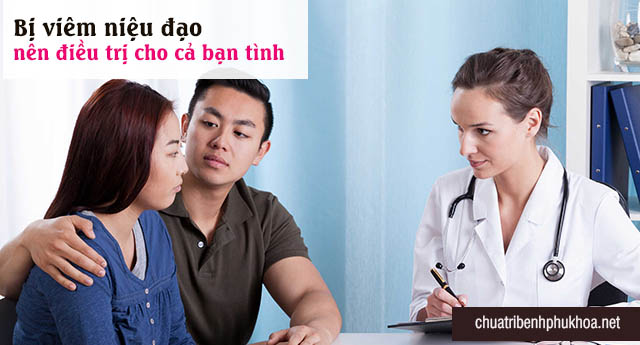 Bác sĩ khám và tư vấn điều trị viêm niệu đạo